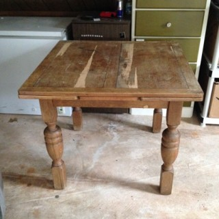 How to Refinish a Table @mommiecooks