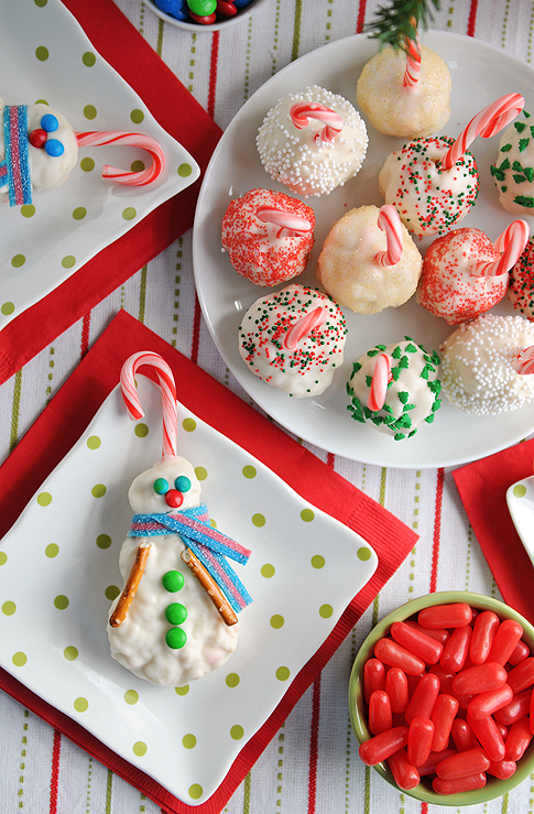 Love these Peppermint Rice Krispie Snowballs (and Snowmen) for #Christmas! #holidays #peppermint #ediblegifts